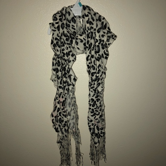 Accessories - Leopard print knitted scarf